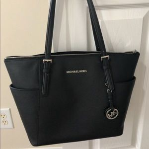 Michael Kors Jet Set Medium Bag